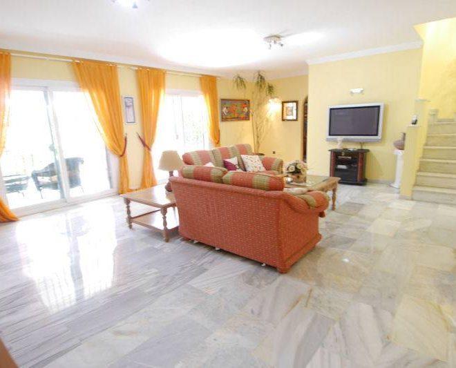 Fabelagtig-villa-til-salg-El-Rosario-livingroom