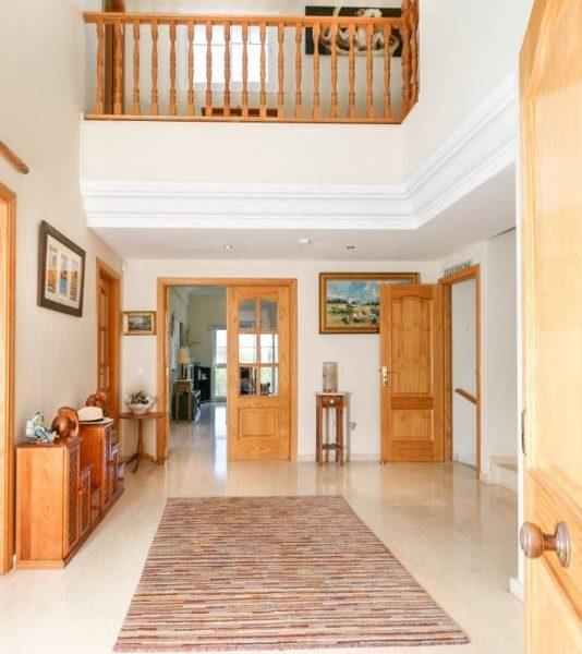 Fantastisk-villa-i-La-Cala-til-salg-entrance