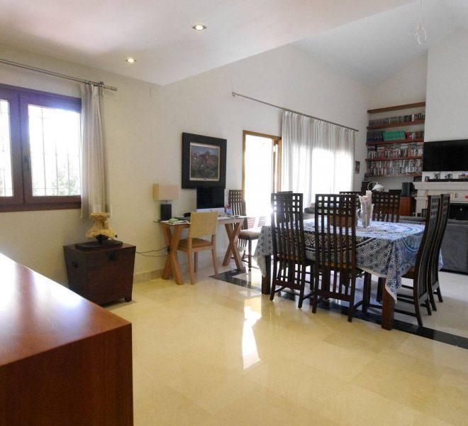 Flot-villa-naer-Marbella-dining3