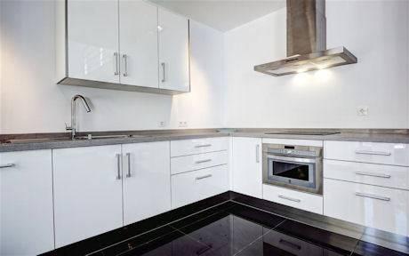 Moderne-villa-til-salg-Nueva-Andalucia-kitchen