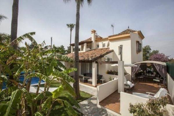 Rummelig-villa-til-salg-i-Nueva-Andalucia-main