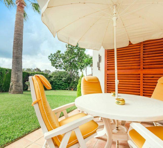fabelagtig-villa-elviria-gardenchairs