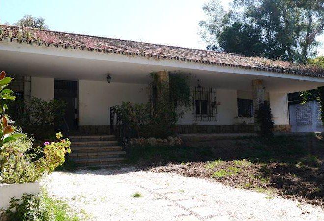 fabelagtig-villa-marbella-backentrance