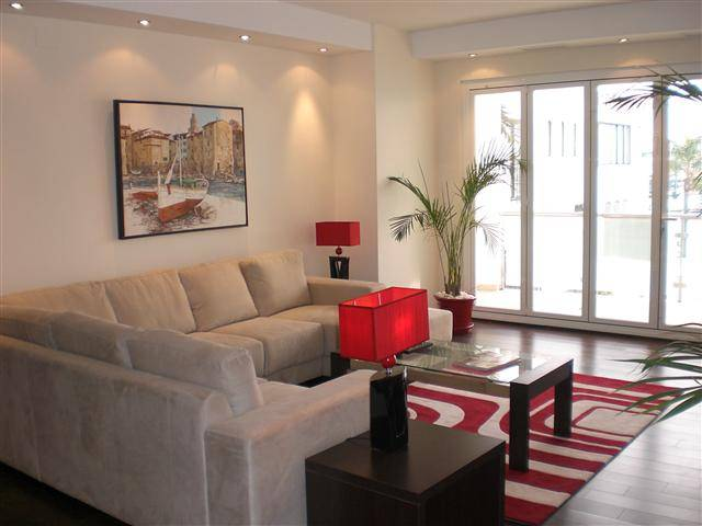 rummelig-luksus-lejlighed-puerto-Banus-livingroom1