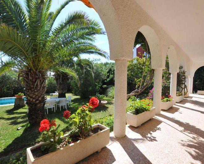 stor-villa-costabella-til-salg-terrace