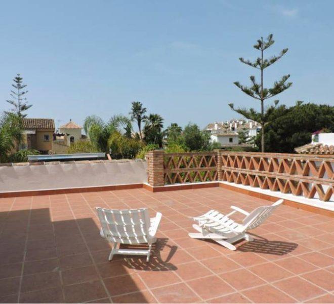 strandvilla-til-salg-i-el-rosario-marbella-solarium