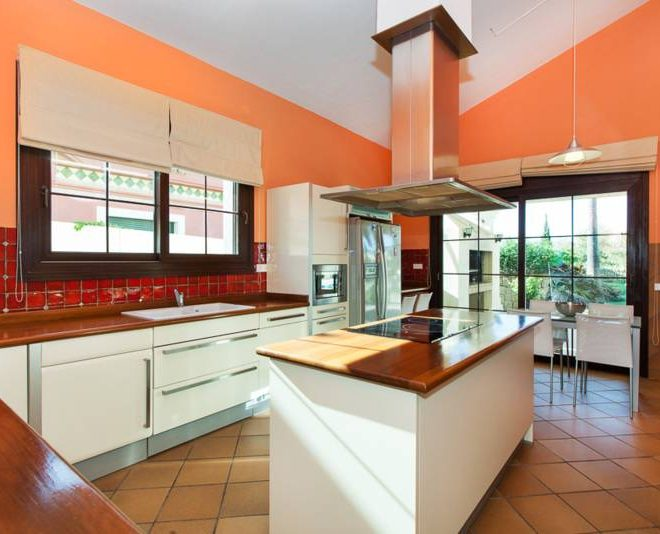 stunning-villa-til-salg-mijas-golf-kitchen