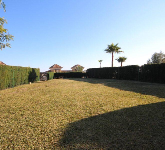 Golf-Villa-til-salg-i-Marbella-garden1