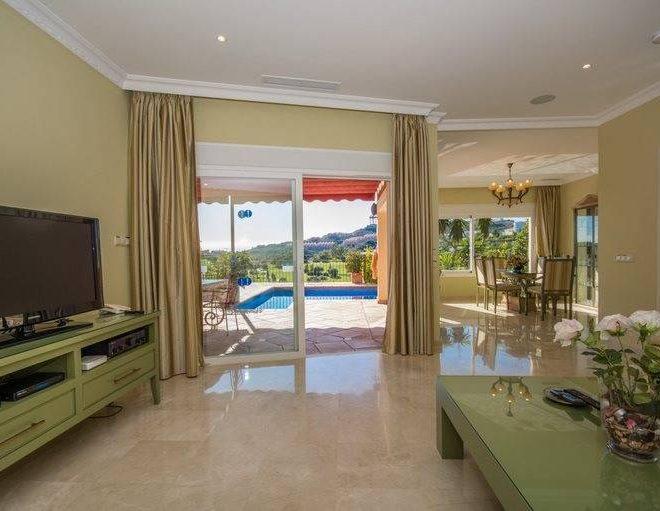 Nye-Villa-i-Benahavis-til-salg-stue1