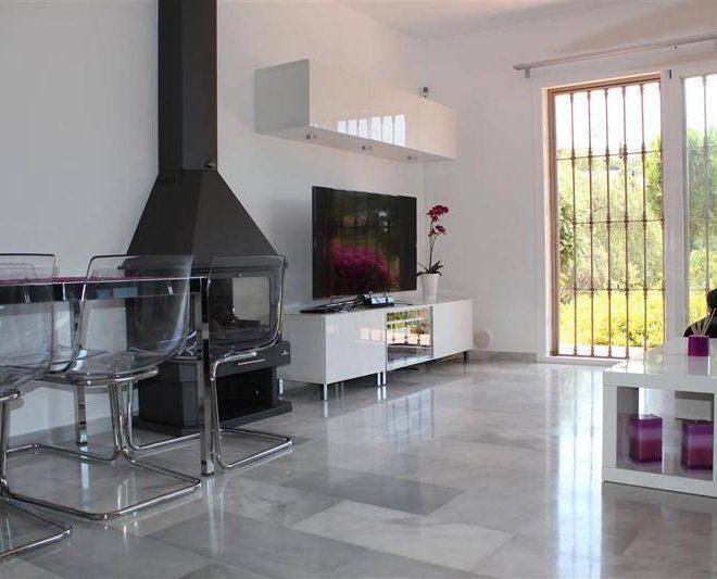 Smuk-Villa-i-Mijas-til-salg-stue1