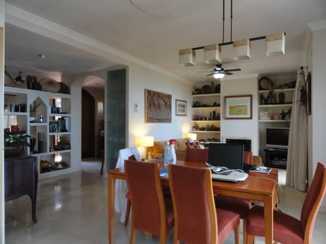 Smuk-Villa-til-salg-La-Mairena-near-Marbella-dining