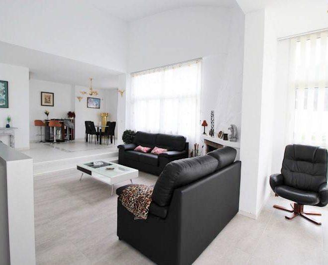 Smuk-Villa-til-salg-i-Reserva-de-Marbella-stue3