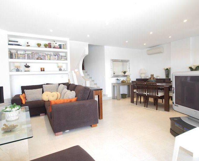 Spektakulær-lejlighed-til-salg-i-øst-marbella-livingroom