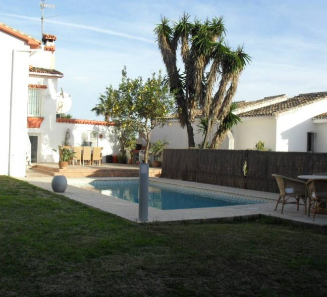 Villa-til-salg-Riviera-del-Sol-pool