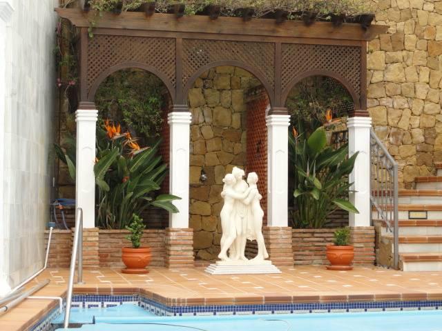 Villa-til-salg-i-El-Rosario-Marbella-pool1