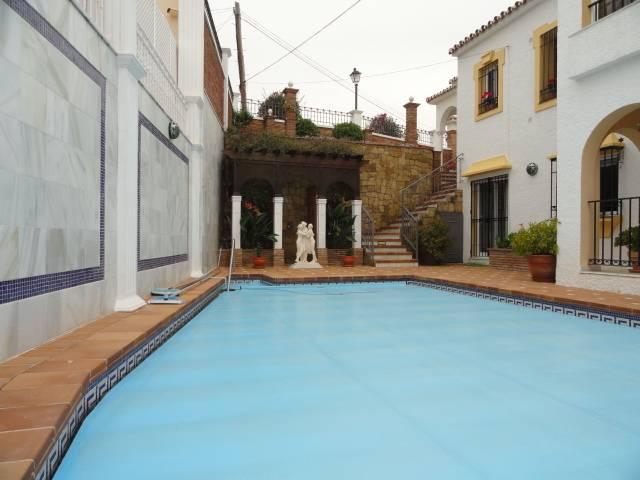 Villa-til-salg-i-El-Rosario-Marbella-poolcover