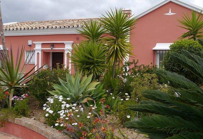 Villa-til-salg-i-Nueva-Andalucia-outside