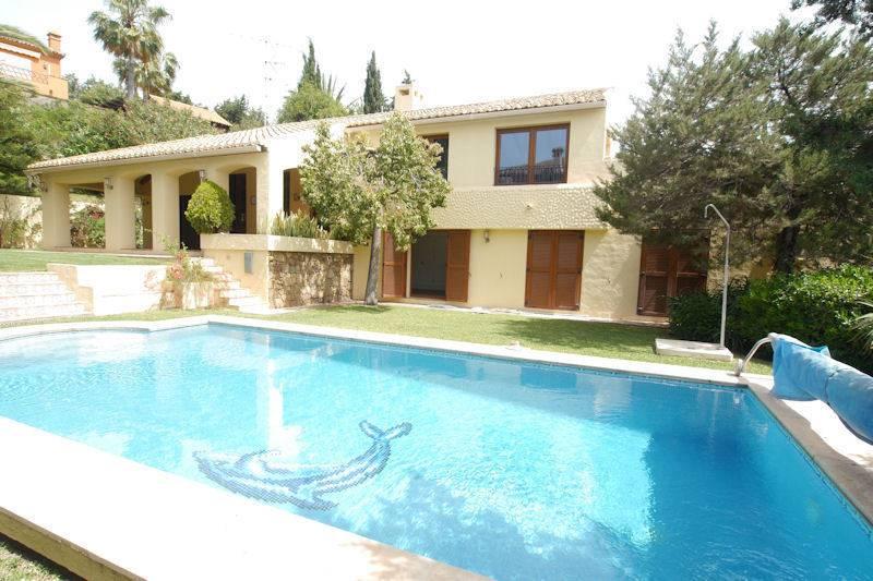strand villa east marbella