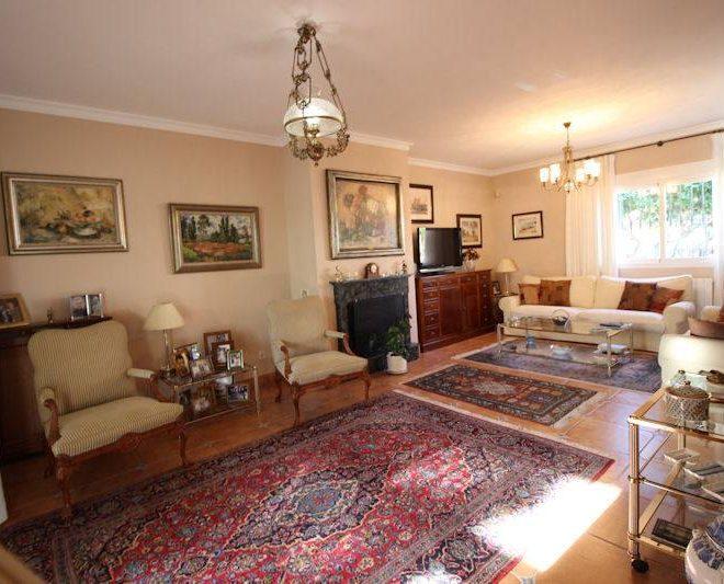 Beachside-villa-Las-Chapas-livingroom