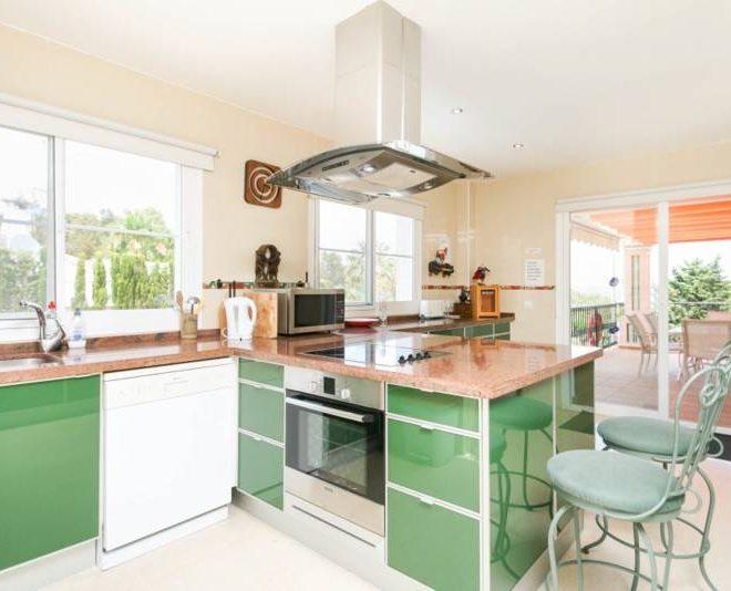 Fantastisk-villa-i-La-Cala-til-salg-kitchen
