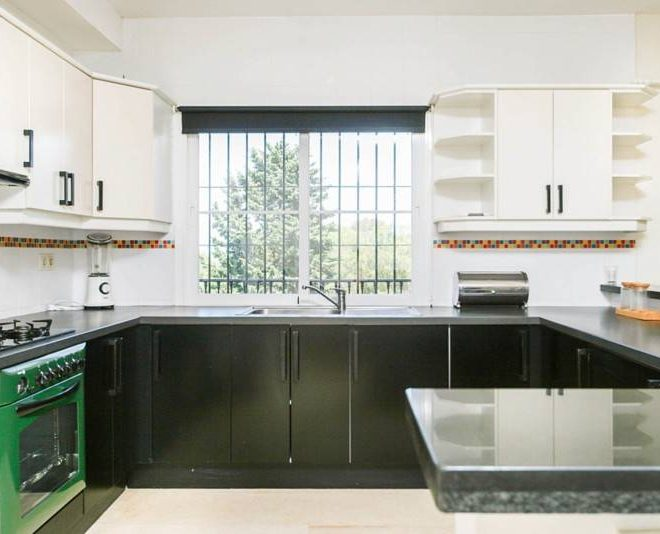 Fantastisk-villa-i-La-Cala-til-salg-kitchen2