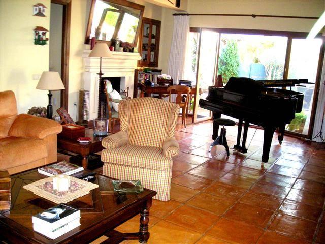 Fritliggende-villa-til-salg-marbesa-livingroom2