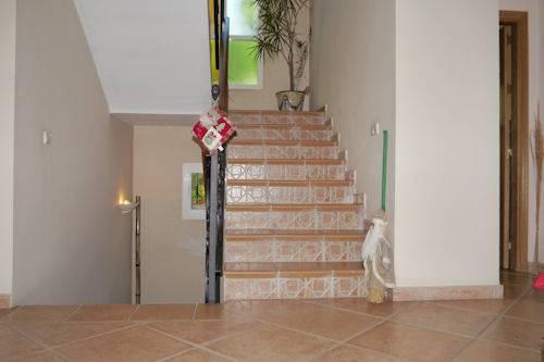 Stuk-Villa-I-Marbella-til-salg-stairs