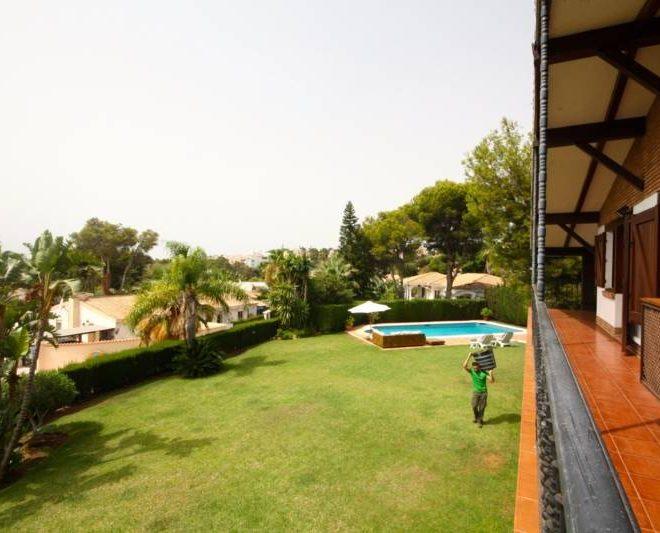 hermosa-villa-i-calahonda-til-salg-garden