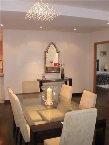rummelig-luksus-lejlighed-puerto-Banus-diningroom