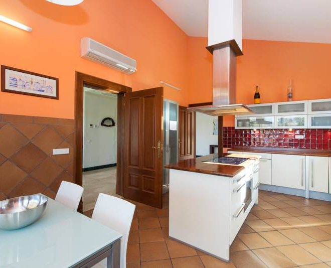 stunning-villa-til-salg-mijas-golf-kitchen2