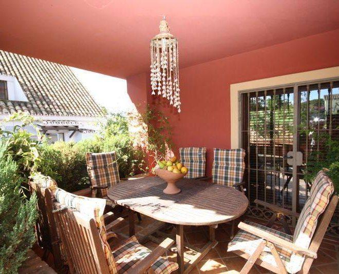 Fantastisk-Villa-til-salg-i-Marbella-diningoutside