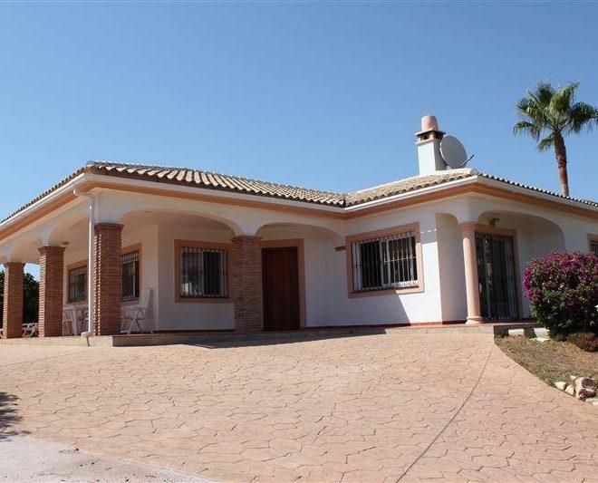 Smuk-Villa-i-Mijas-til-salg-outside1