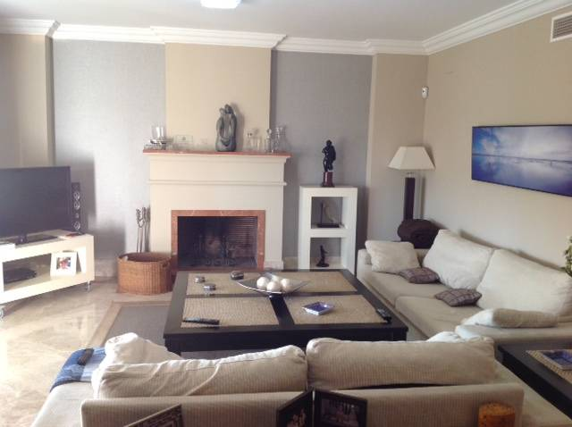 frontline-golf-villa-marbella-livingroom